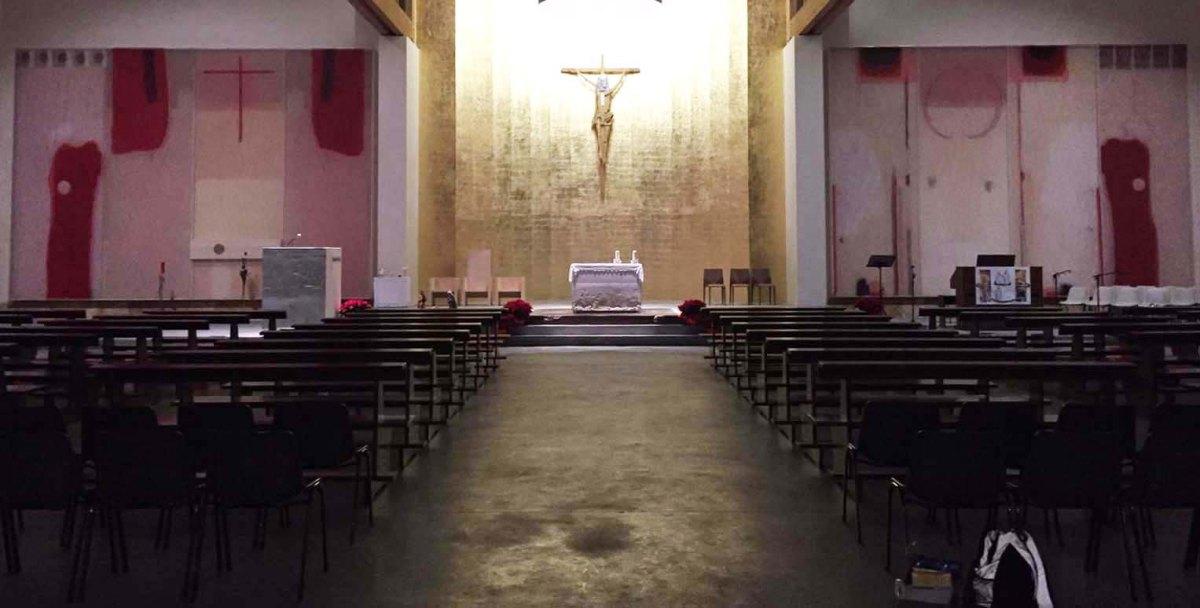 """Gianriccardo Piccoli – Autore dei pannelli laterali all'Abside """"elaborano il tema del Corpus Domini nella circolarità della Carne che si fa pane e il pane che è Gesù si facarne"""""""
